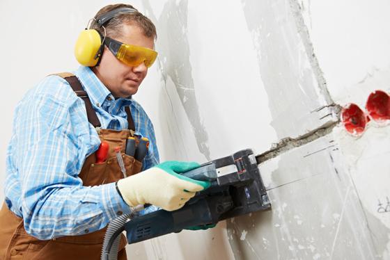 Как штробить стены под электропроводку: технология для непрофессионала